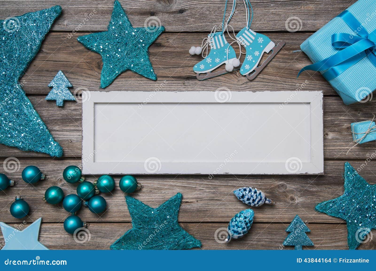在白色和绿松石colores的圣诞快乐卡片