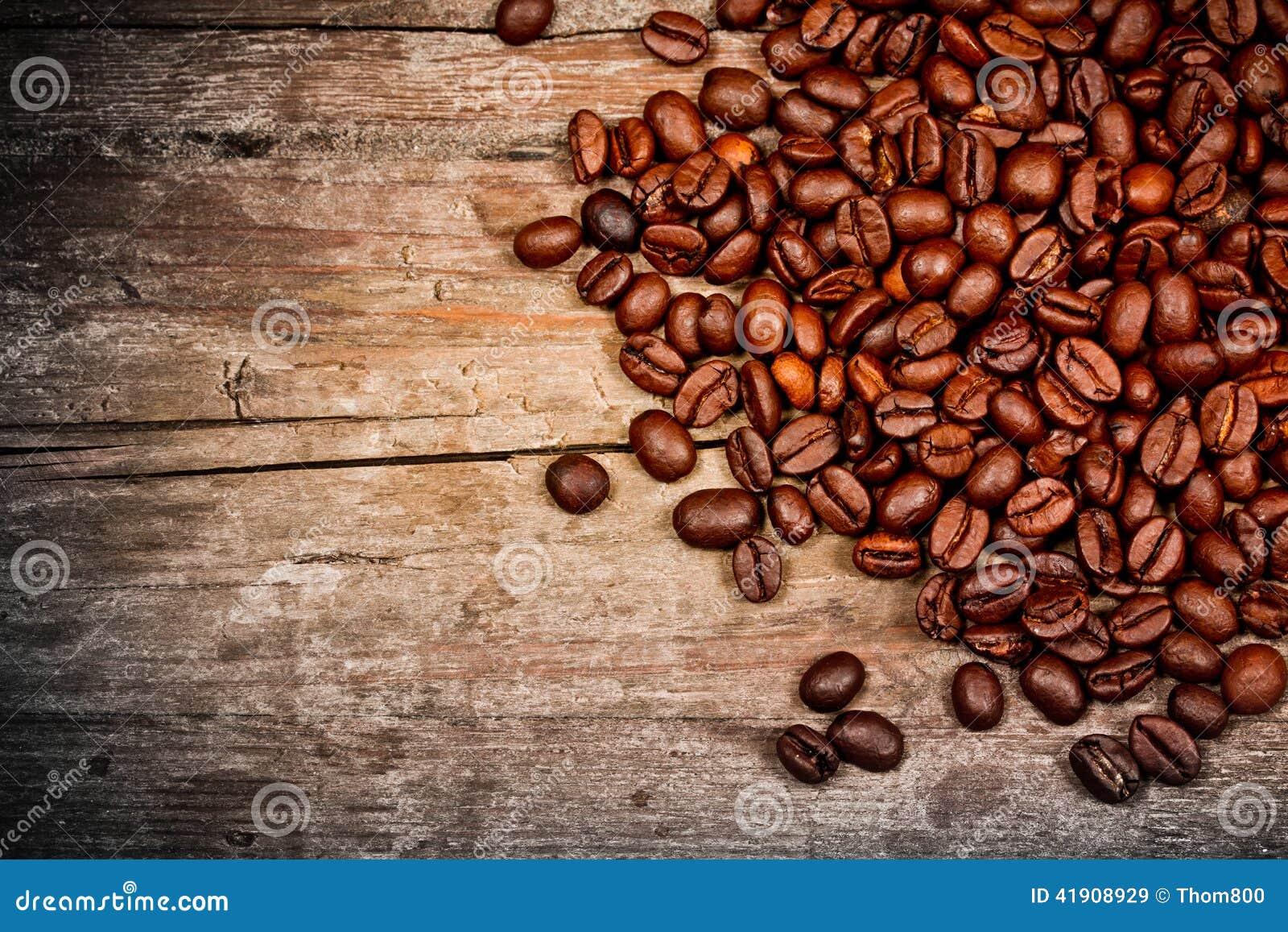 在白色的豆早餐咖啡理想的查出的宏指令