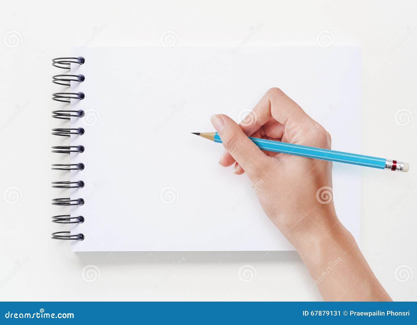 在白色笔记本背景的手图画
