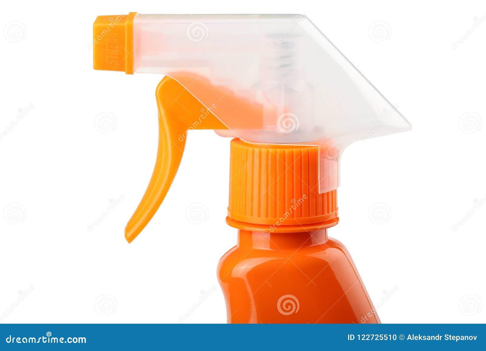 在白色背景有触发器的橙色塑料喷雾器隔绝的