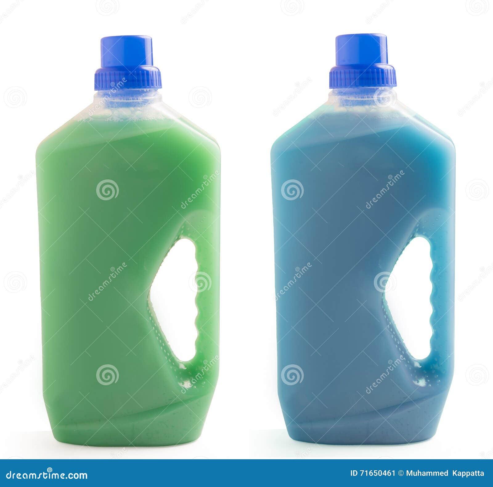 在白色背景清洁液体隔绝的两个塑料瓶