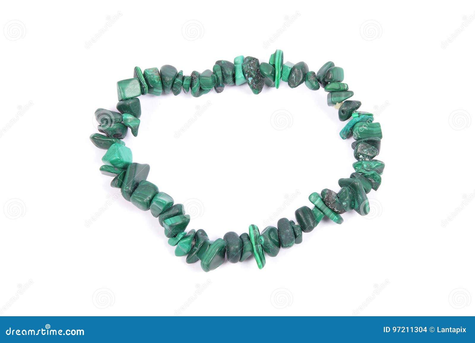 在白色背景的分裂的绿沸铜链子