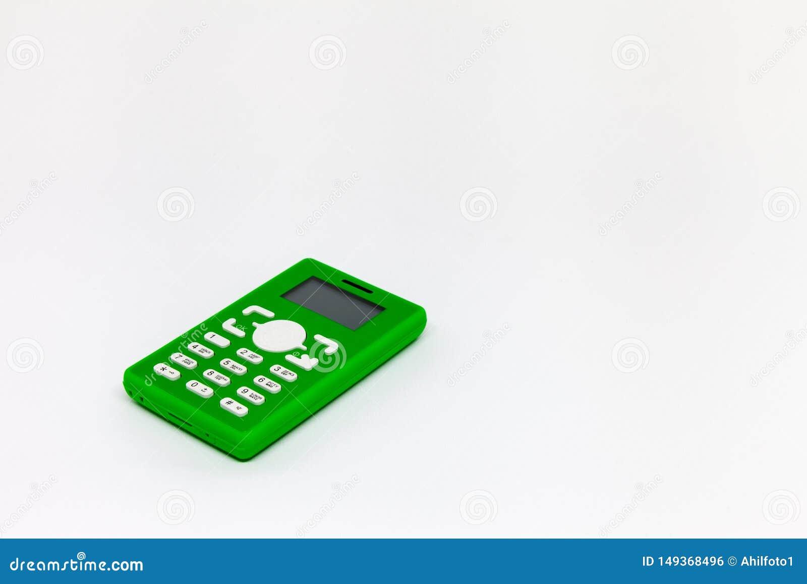 在白色背景的小绿色手机