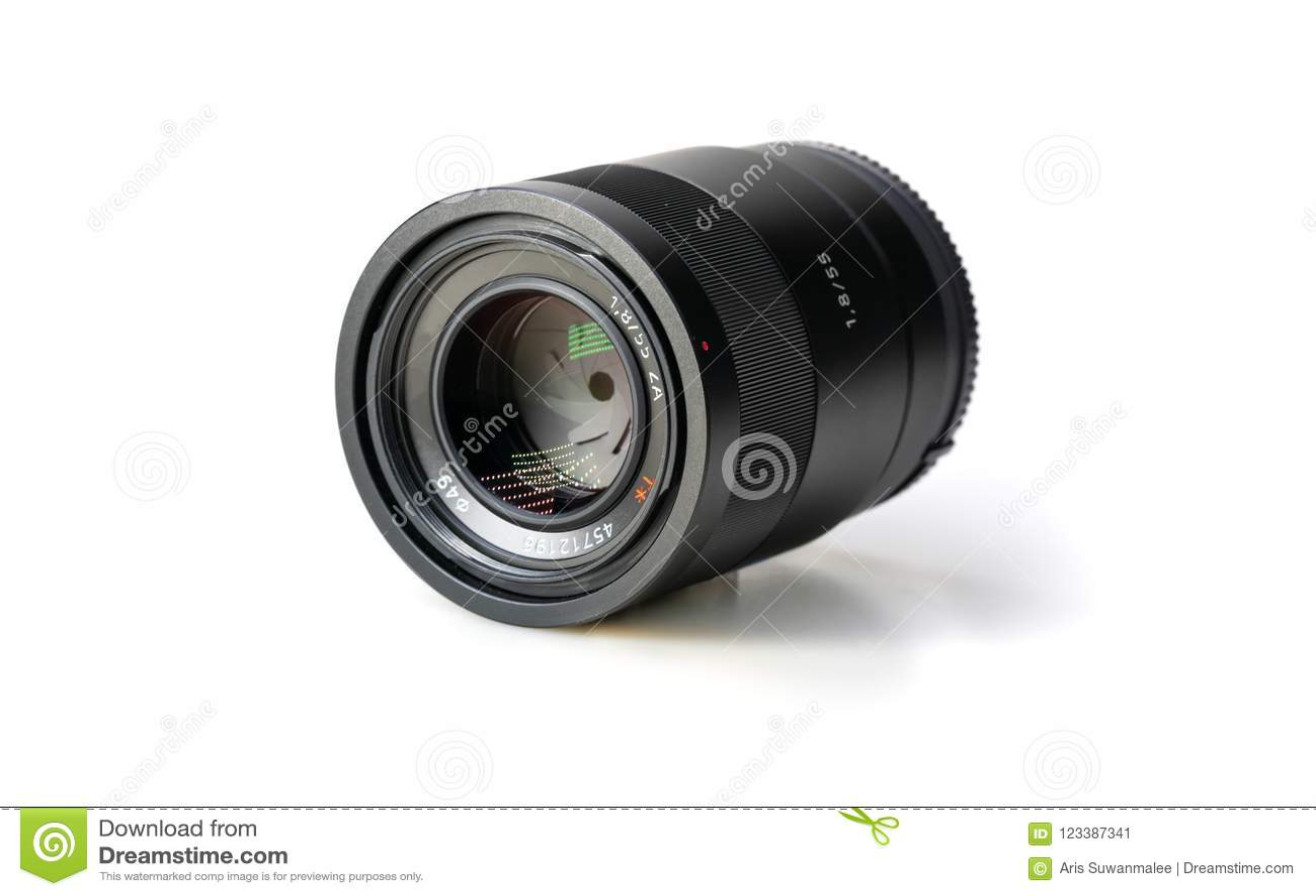在白色背景的照相机Len