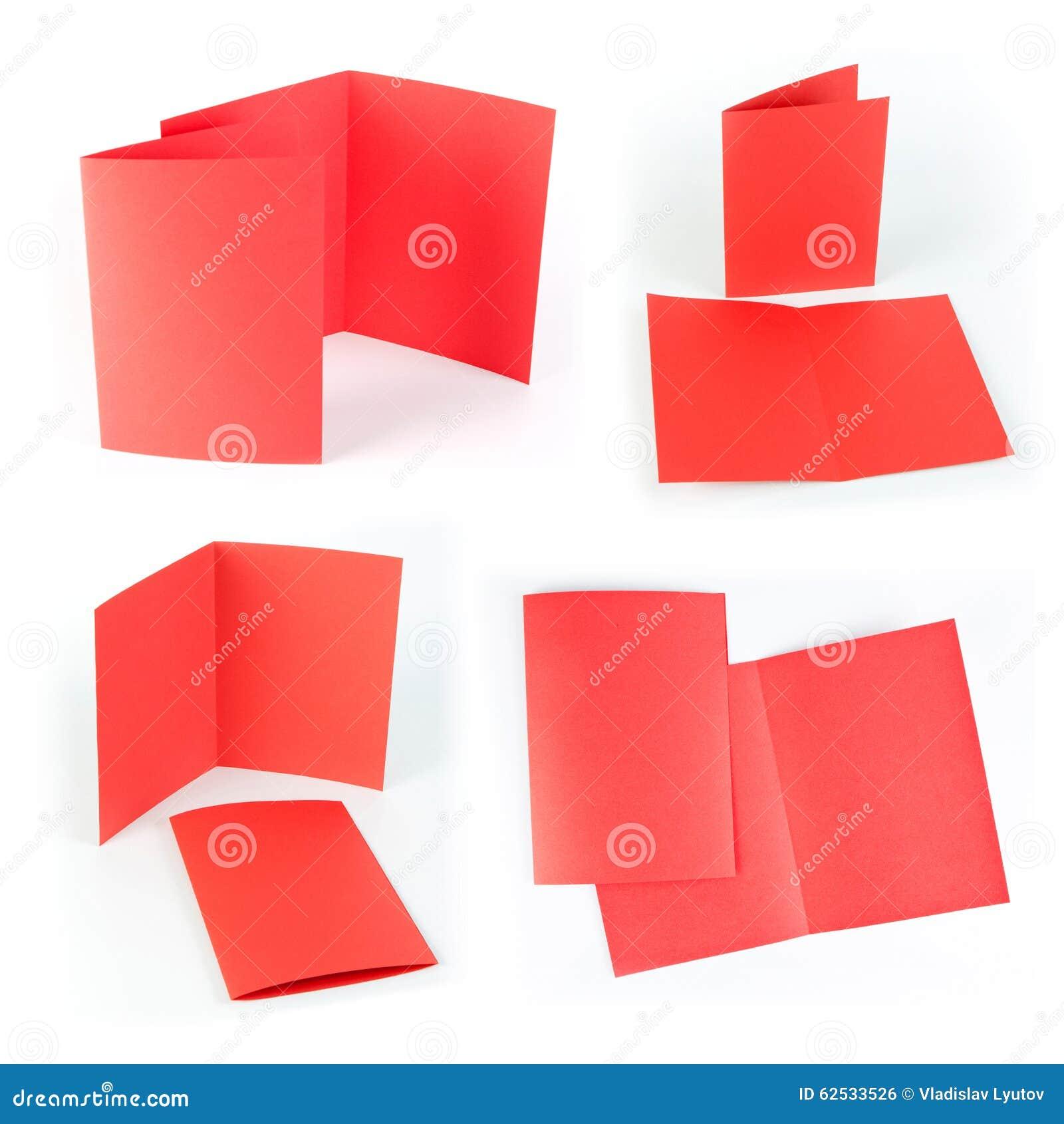 在白色背景的空白的折叠的页小册子