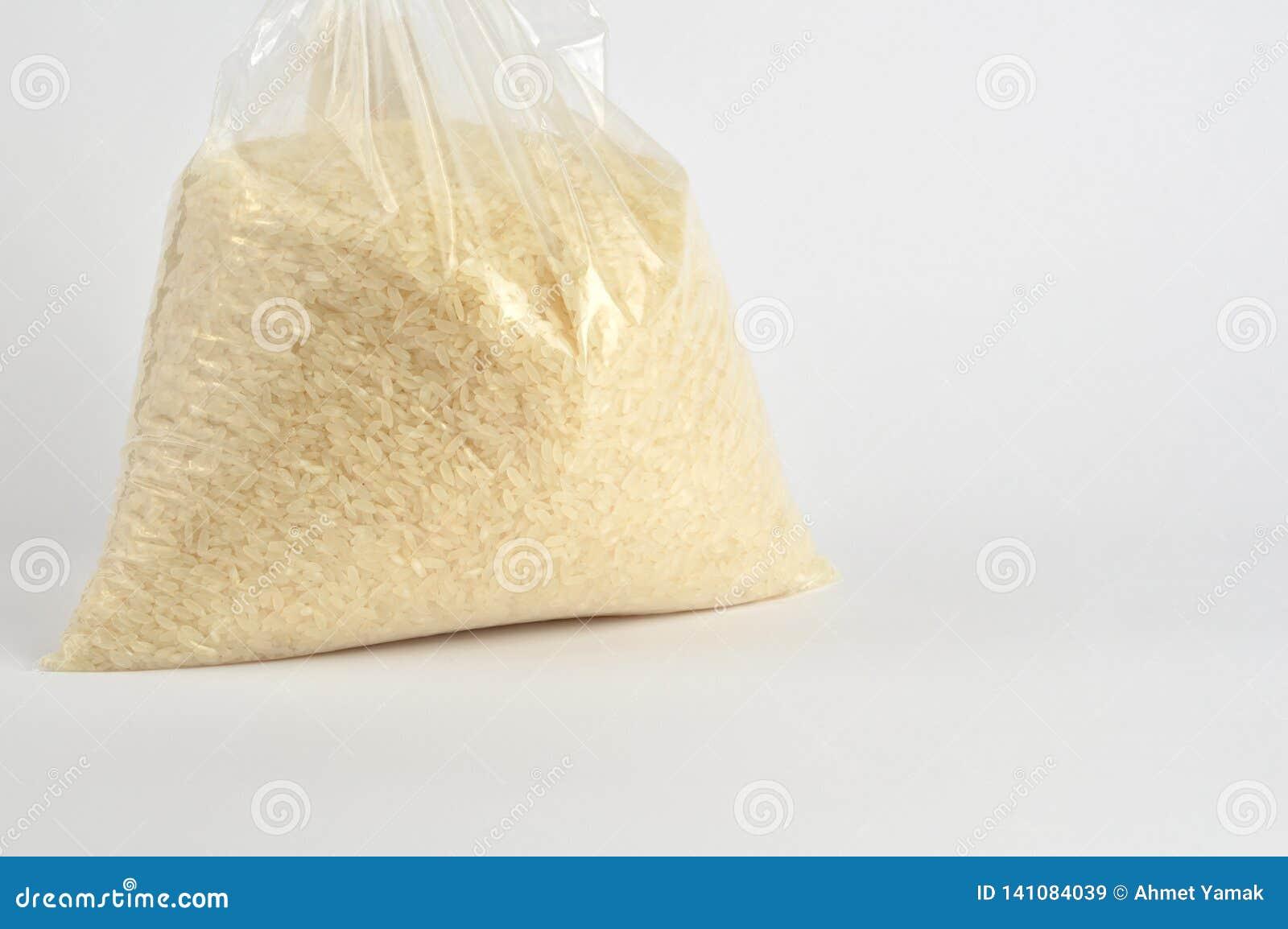 在白色背景的米组装