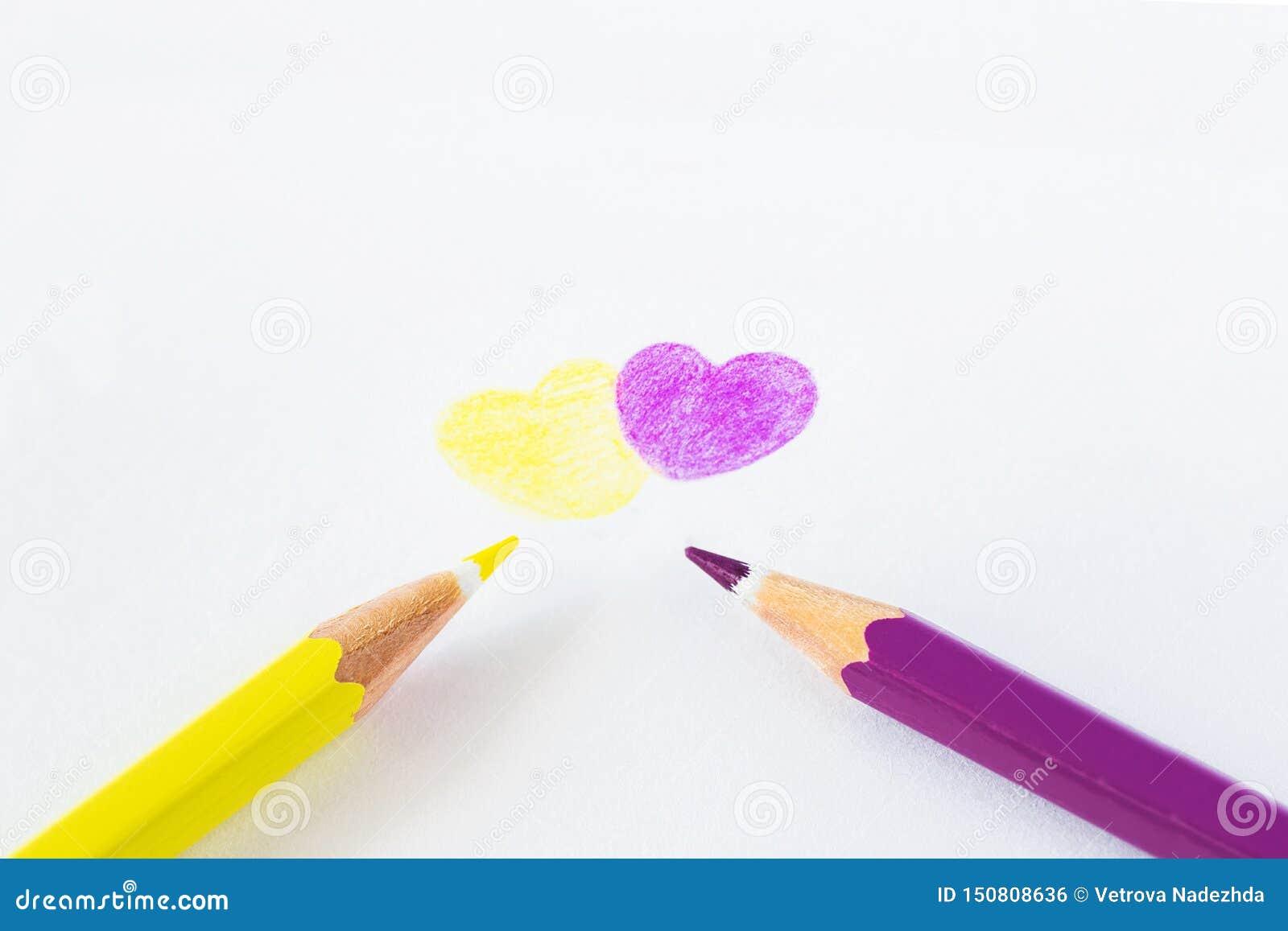在白色背景的色的铅笔与文本的空间