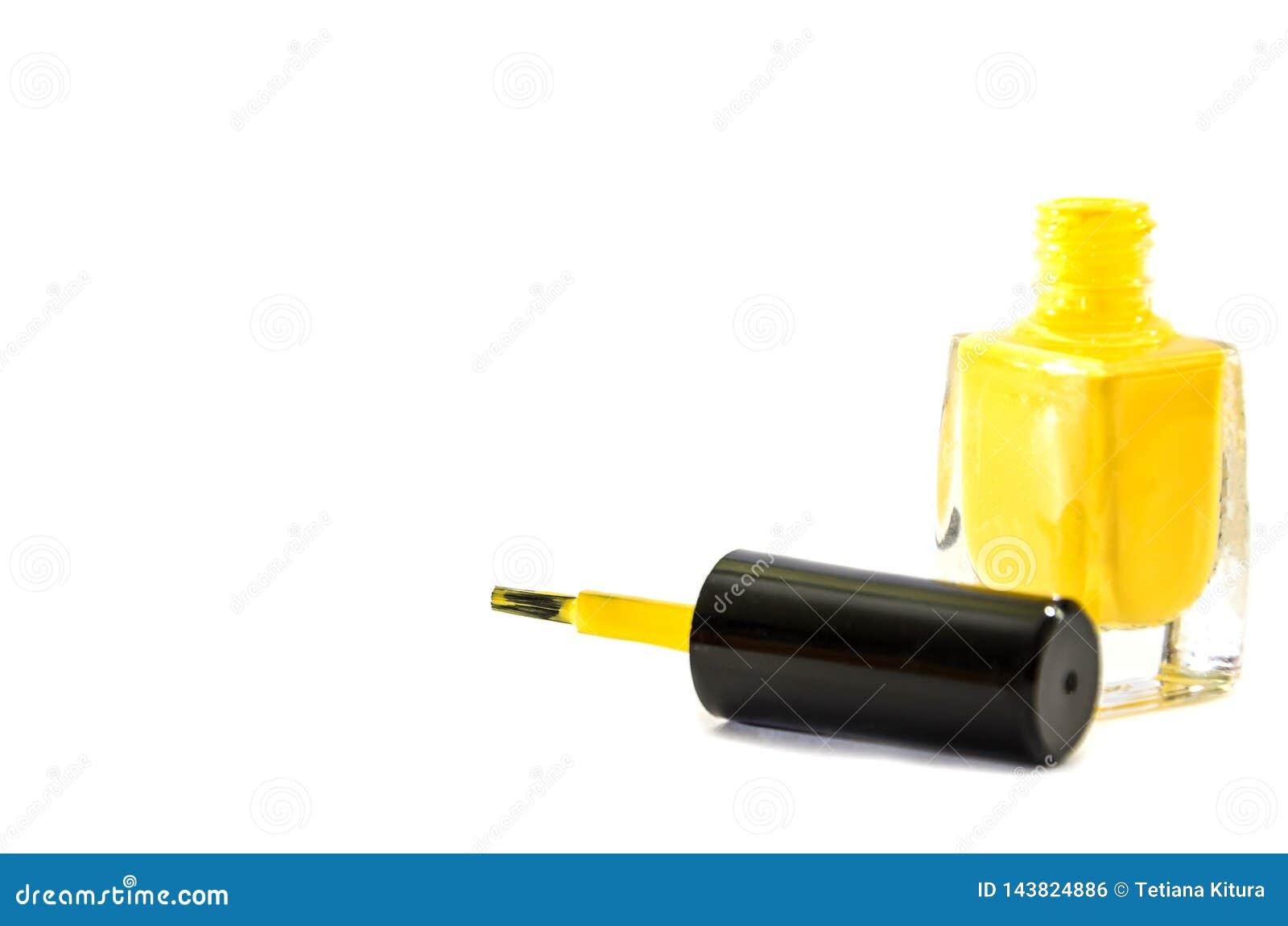 在白色背景的黄色指甲油