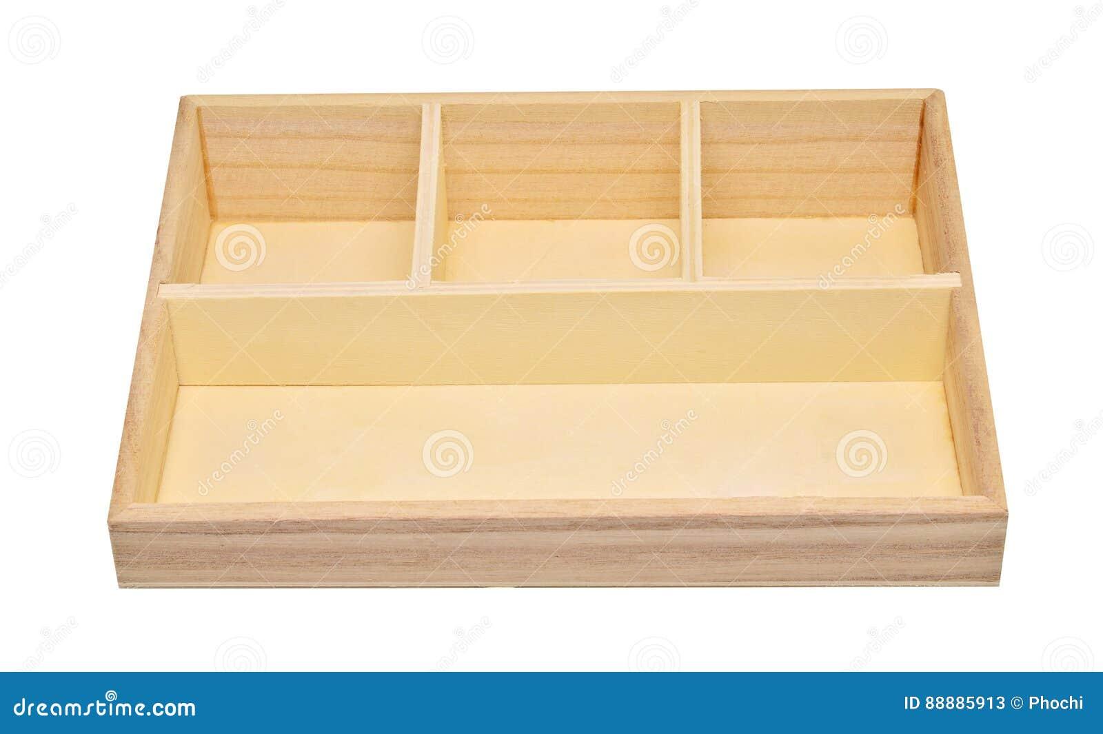 在白色背景裁减路线隔绝的空的木架子箱子