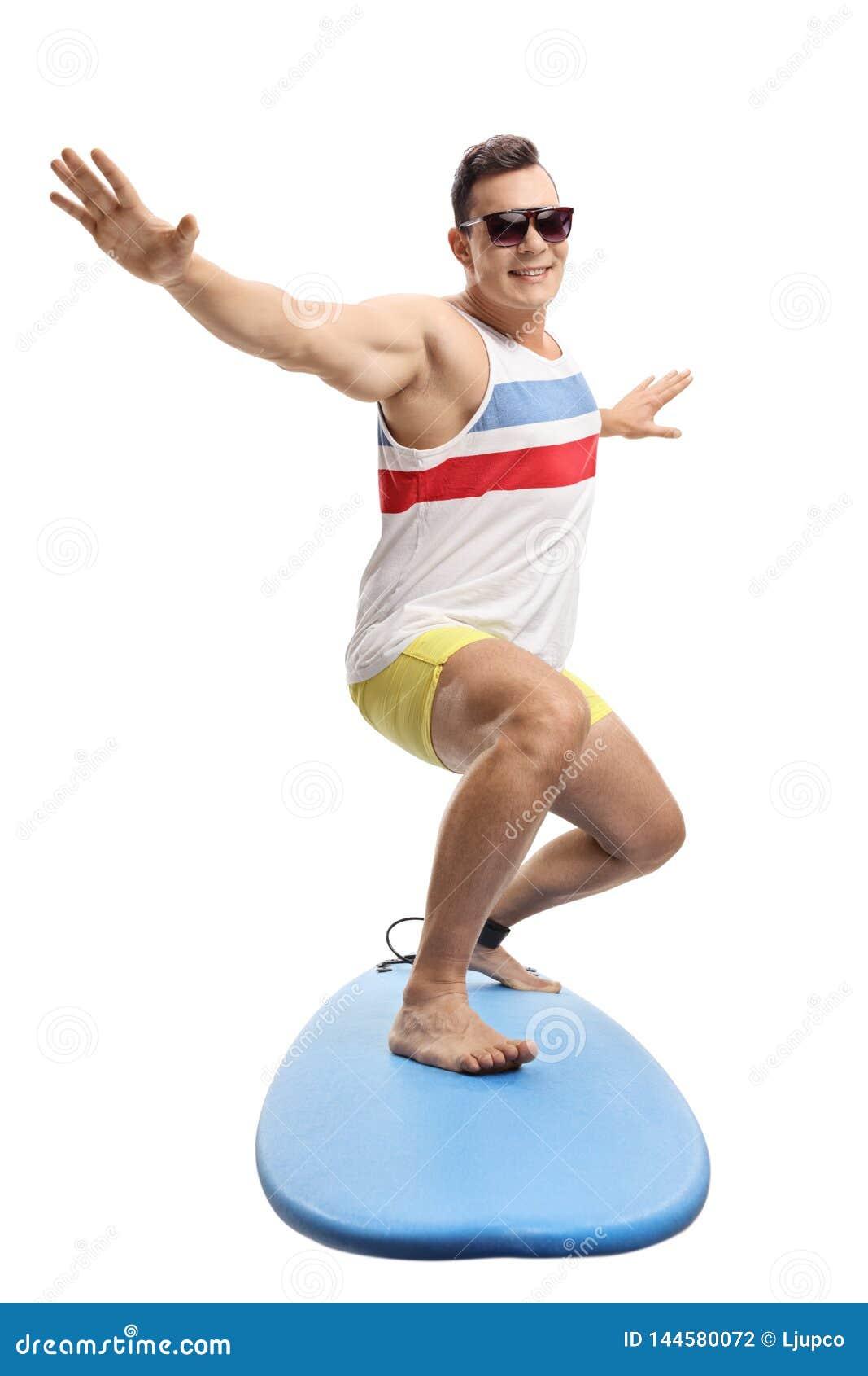 年轻男性冲浪者