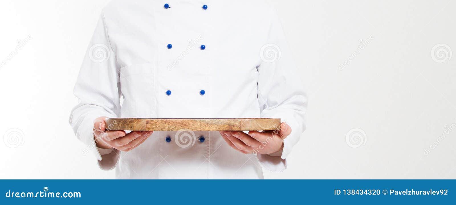 在白色背景隔绝的人举行空的盘,空白