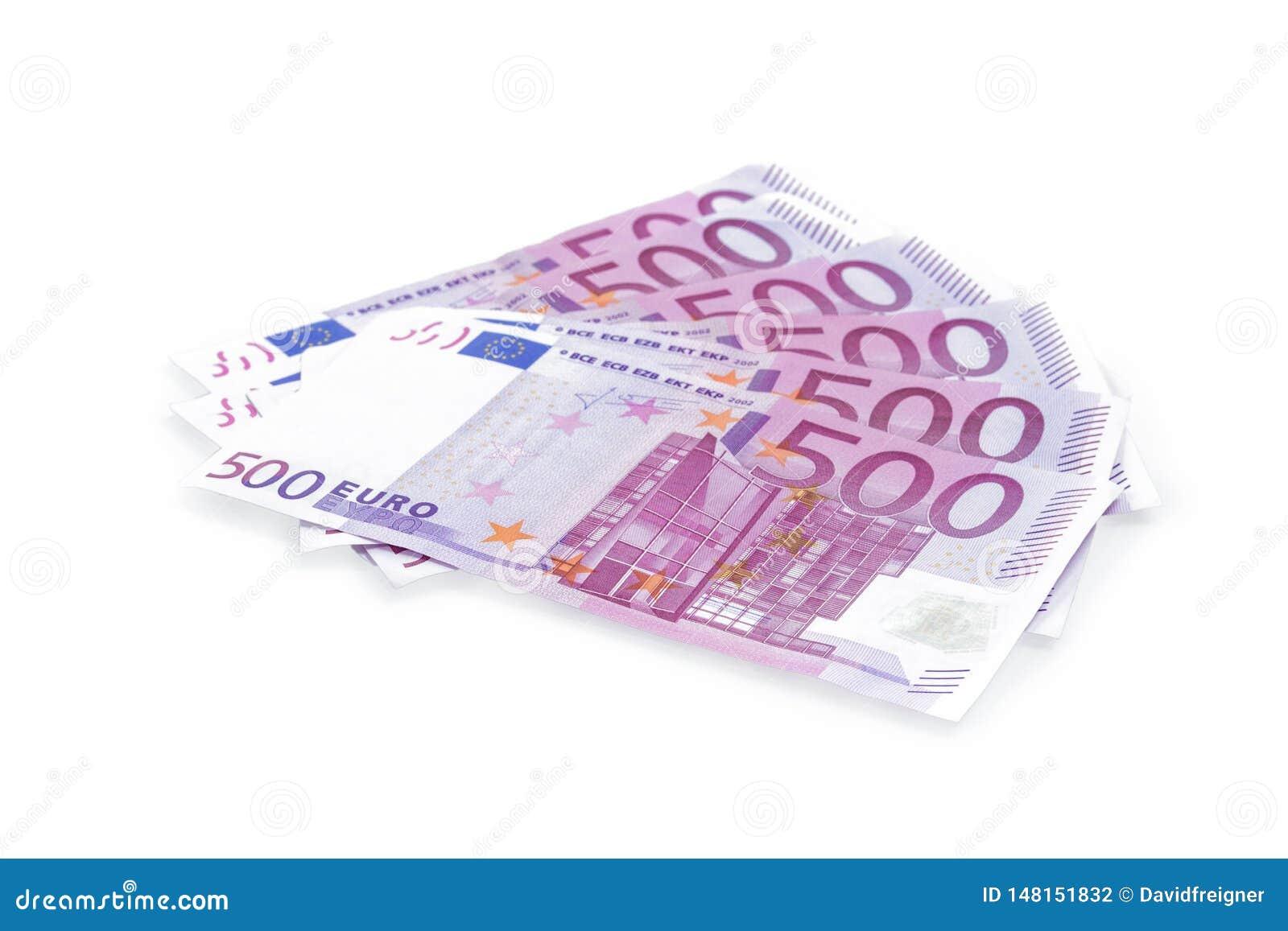 在白色背景隔绝的小组500欧元钞票