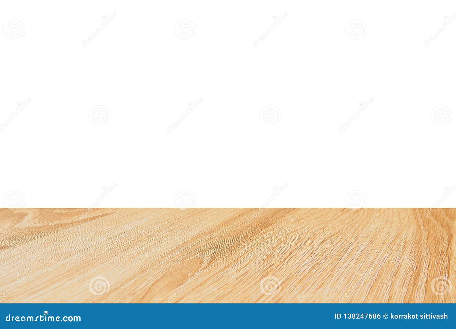 在白色背景隔绝的空的木桌