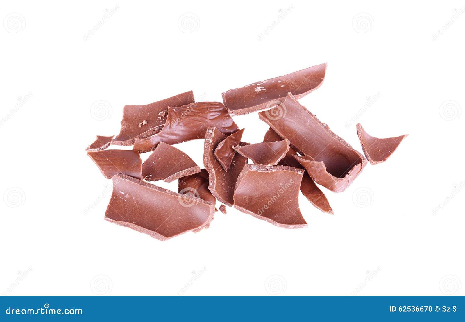 在白色背景隔绝的残破的巧克力