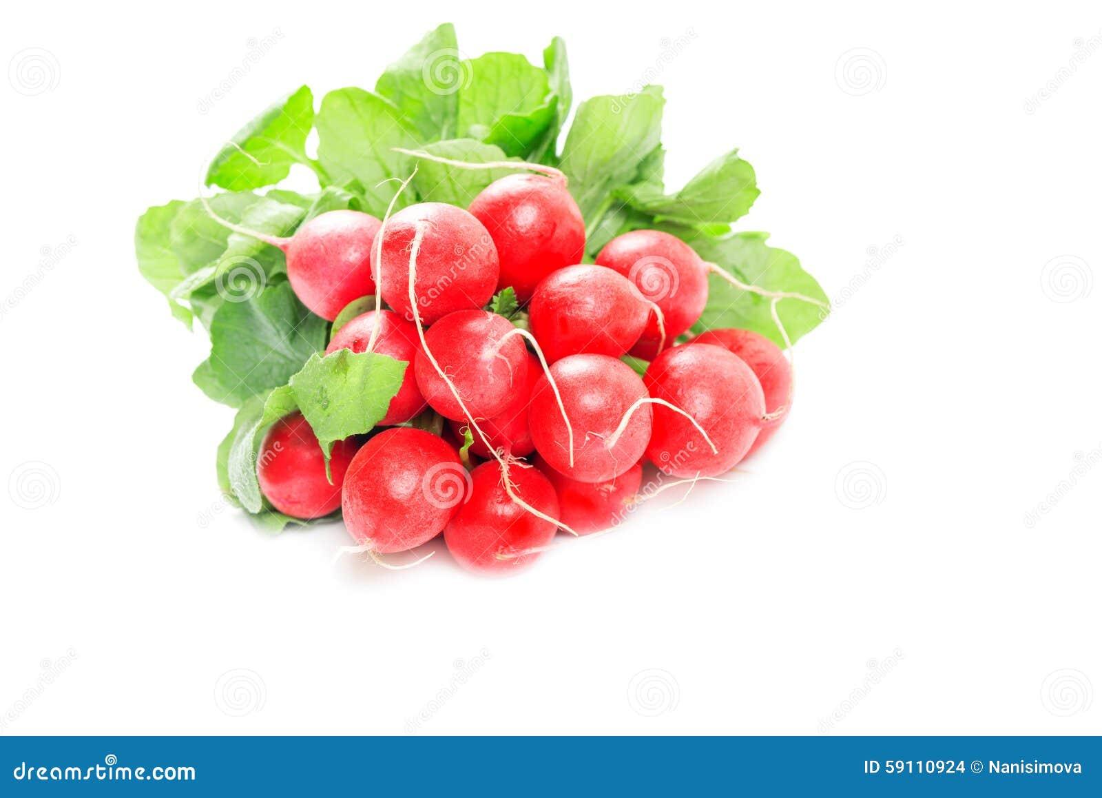 在白色隔绝的新鲜的红色萝卜