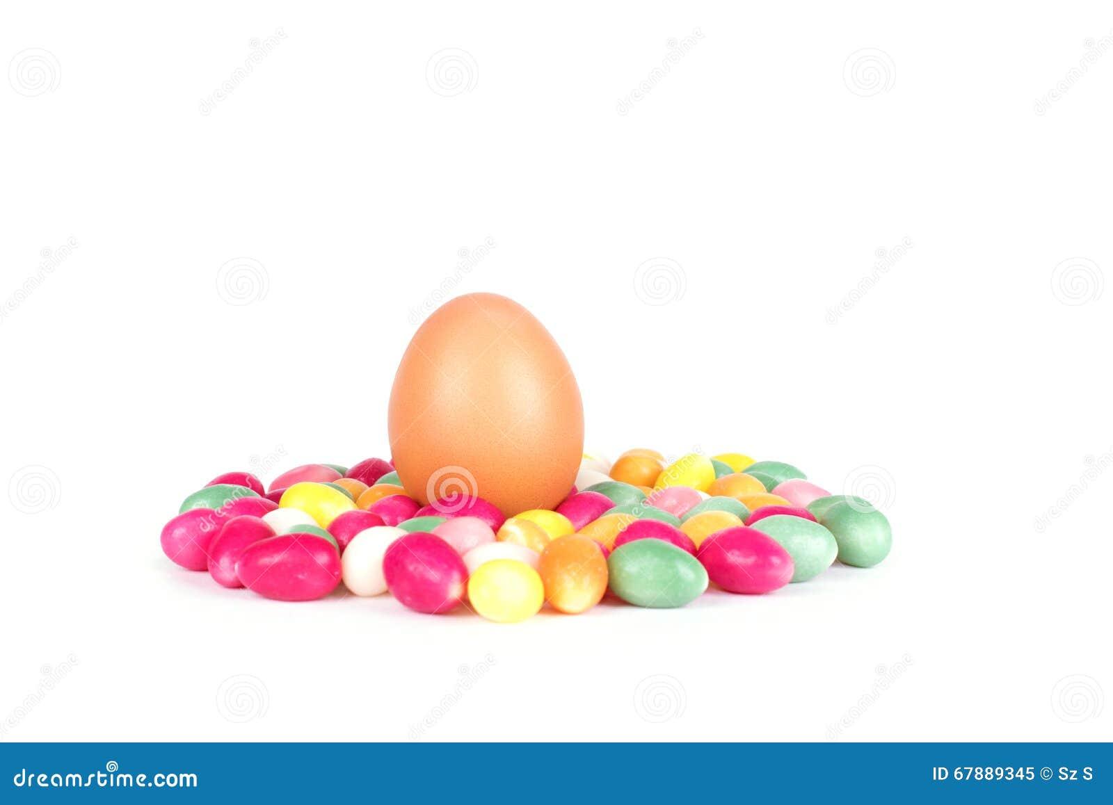 在白色隔绝的糖果鸡蛋