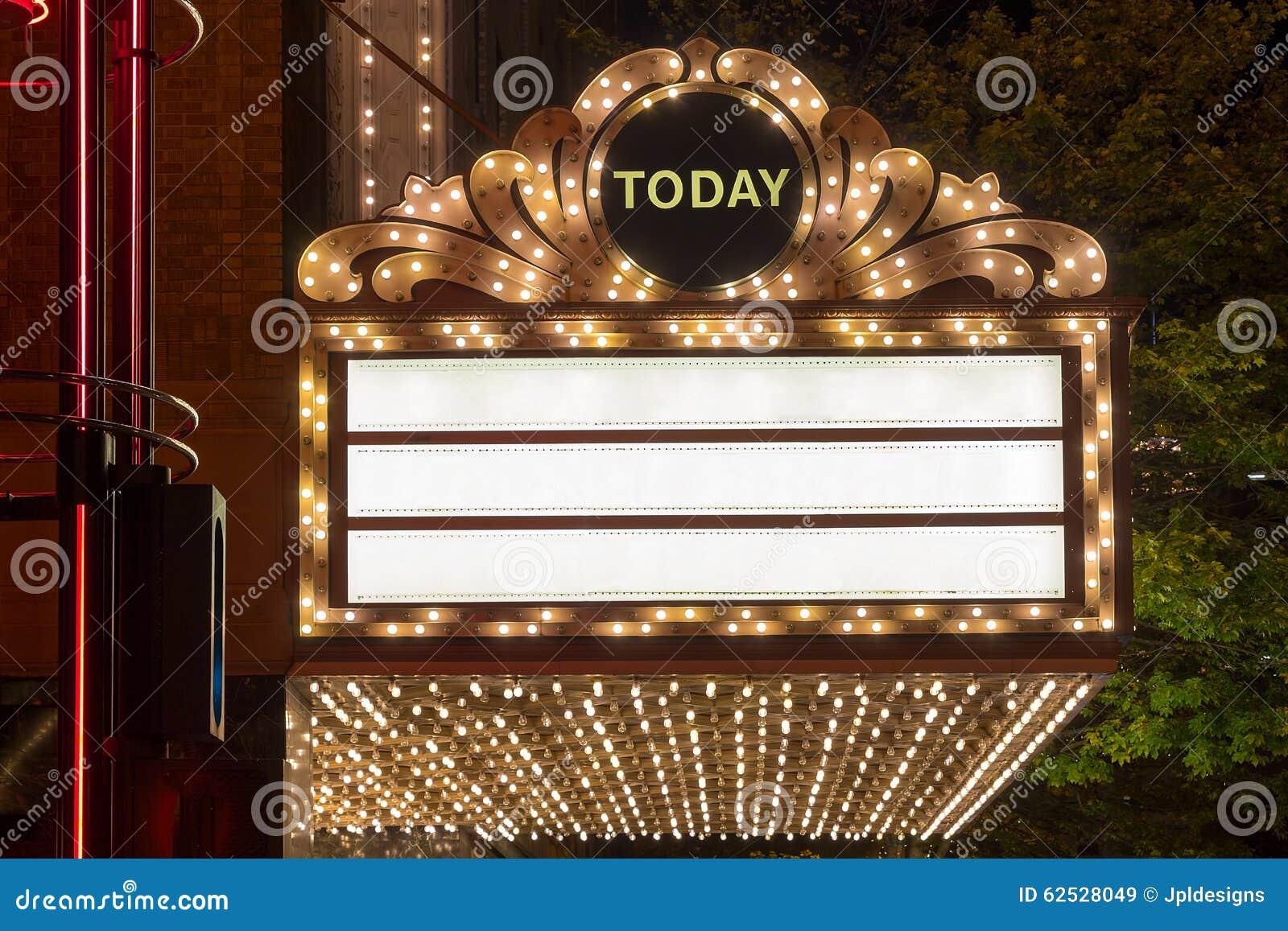 在百老汇剧院外部的大门罩光