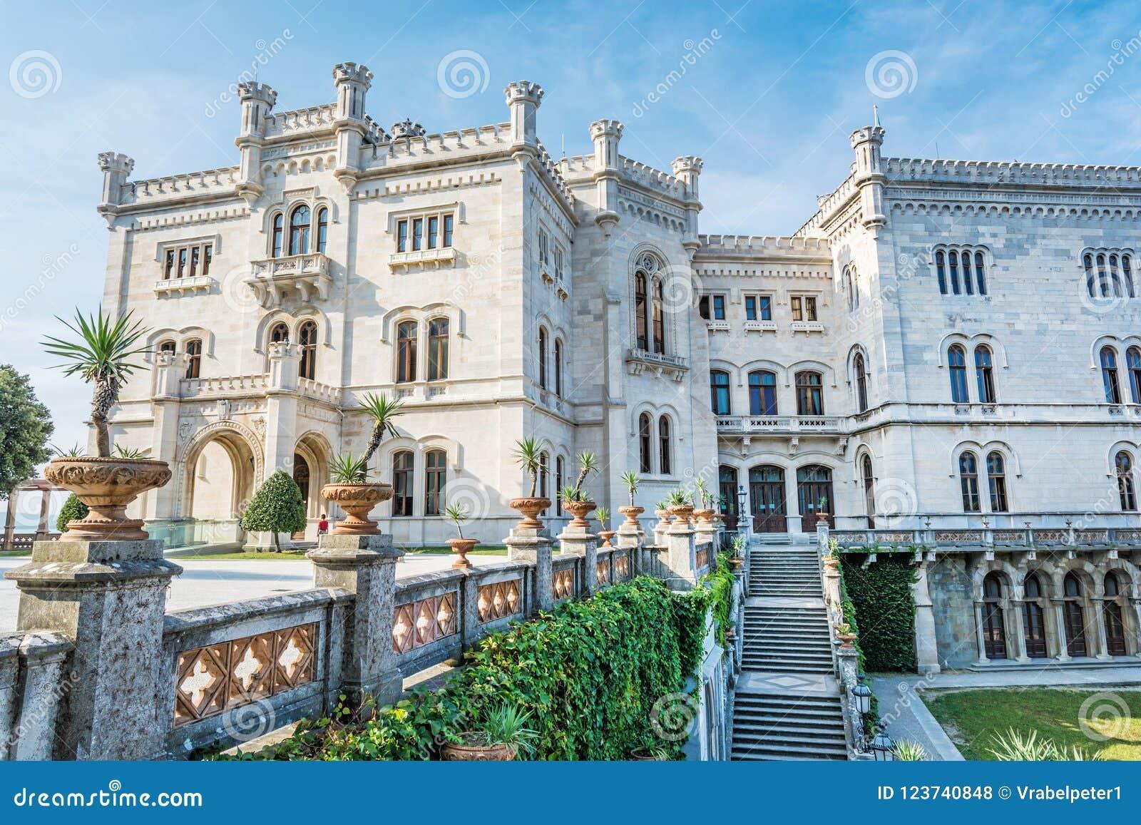 在的里雅斯特,东北意大利附近的Miramare城堡