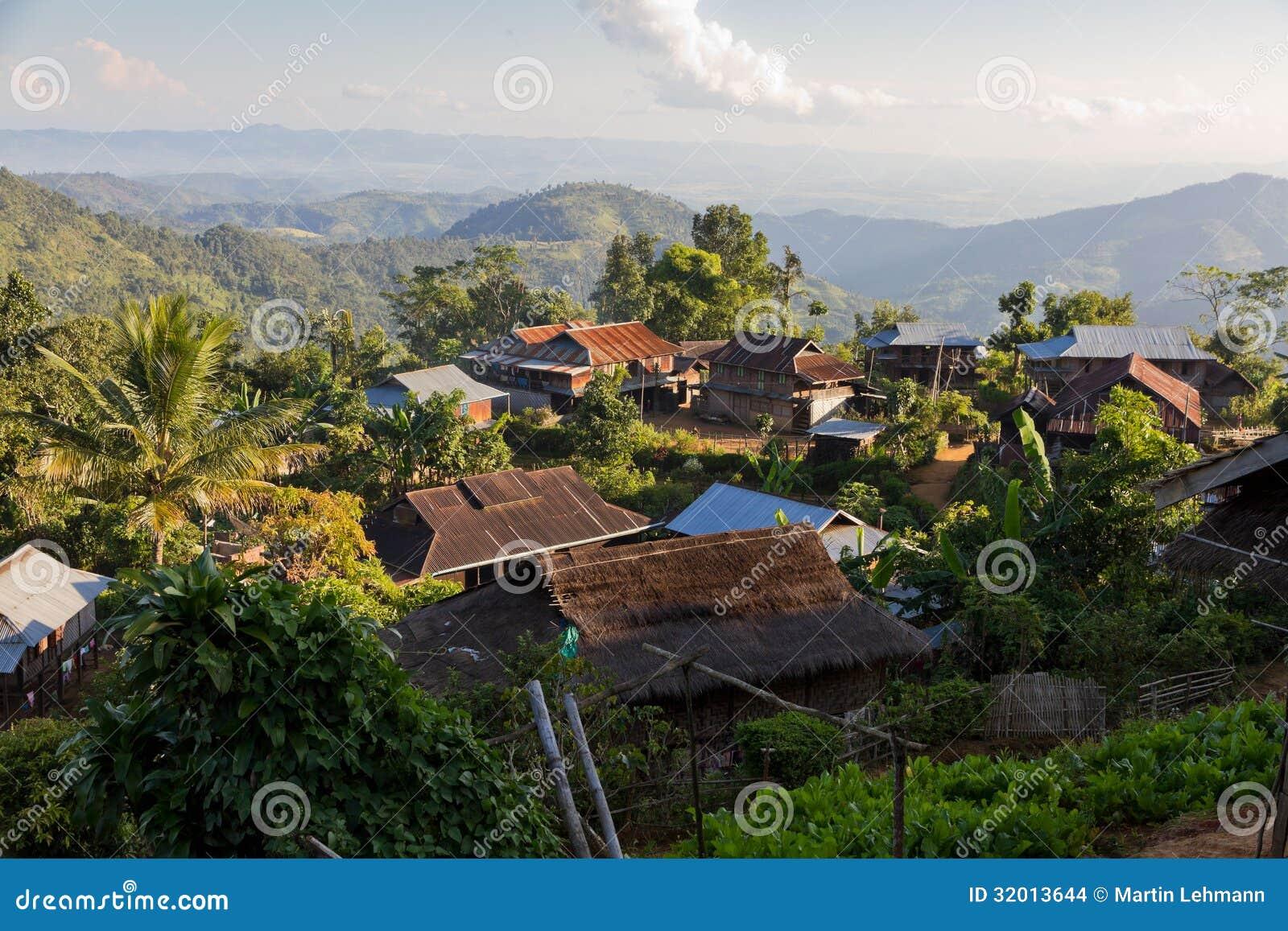 在的Hpa附近的密林村庄,缅甸