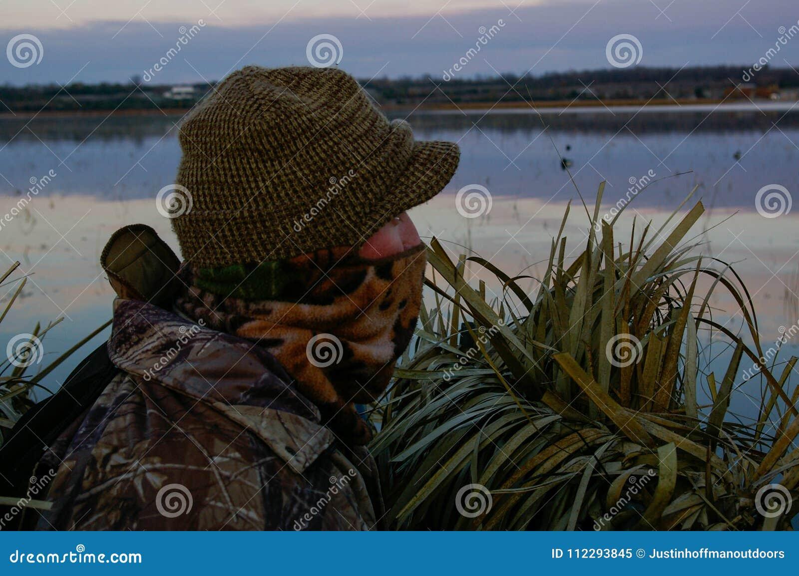 在盲目等待的鸭子猎人