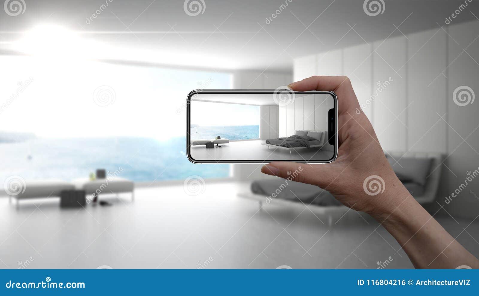 在真正的家,建筑师设计师概念递拿着巧妙的电话, AR应用,模仿家具和室内设计产品