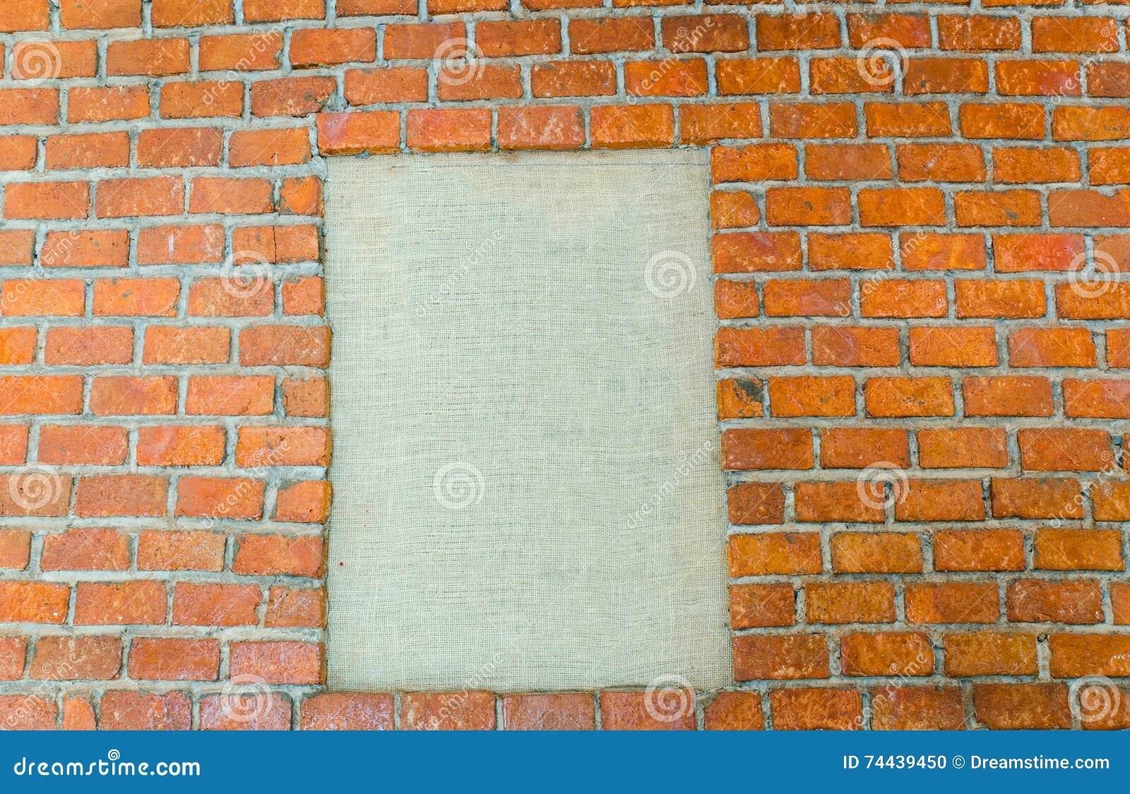 在石墙背景的空白的照片框架