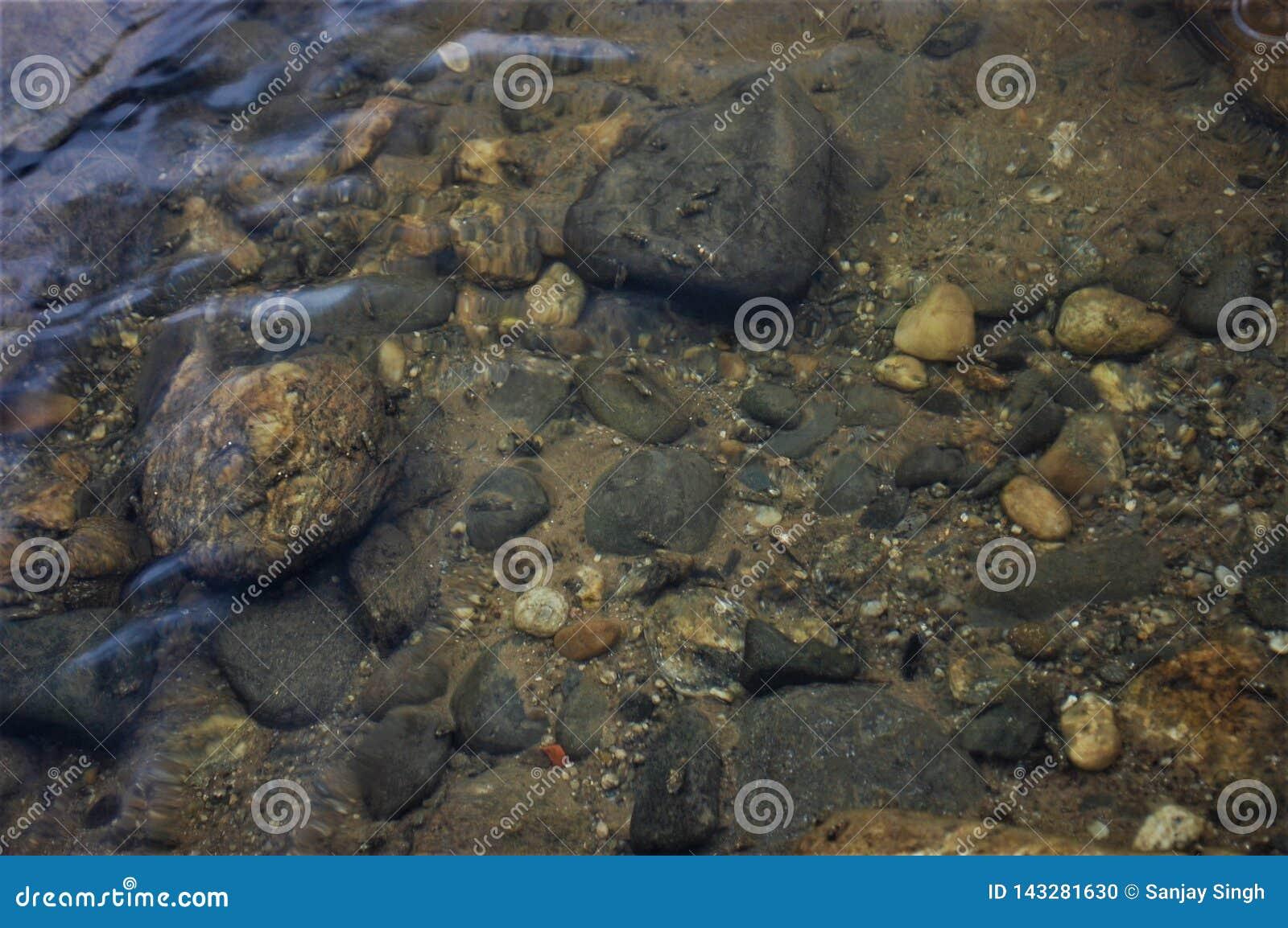 在石头下水点击