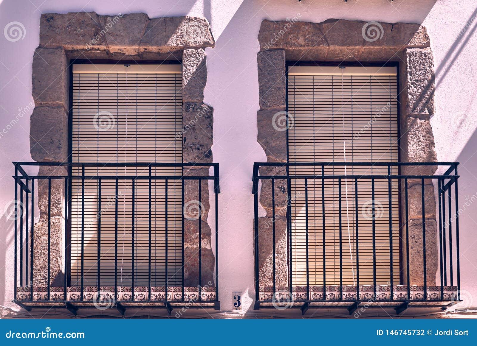 在石头的两个经典窗口