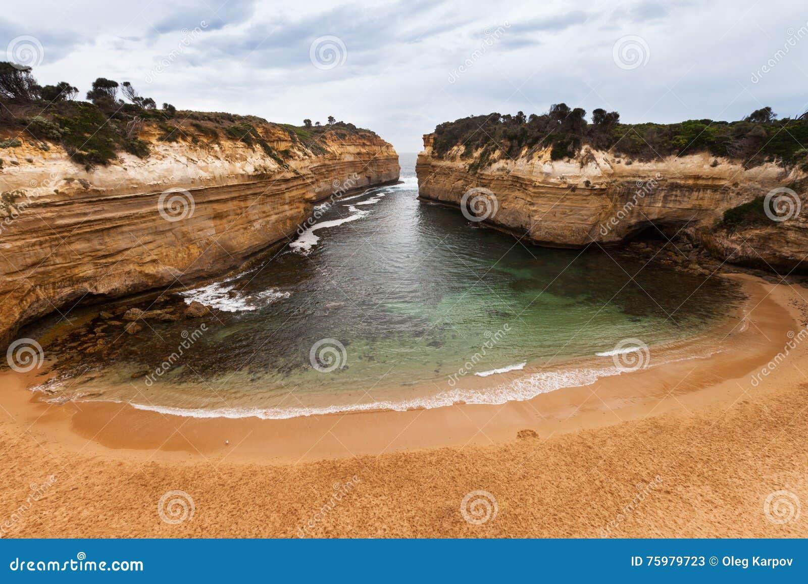 在石灰石峡谷掩藏的偏僻的海滩,海湾Ard峡谷,澳大利亚