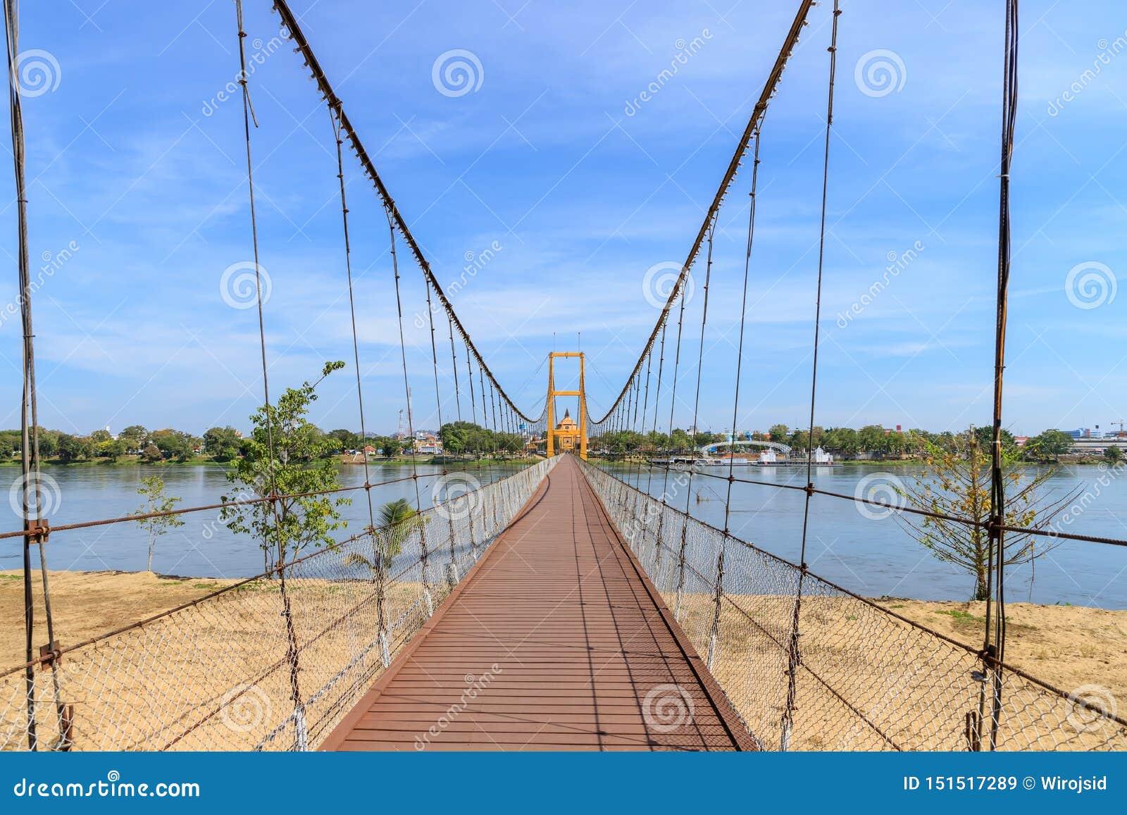 在砰河的曼谷二百年桥梁来兴府的,泰国