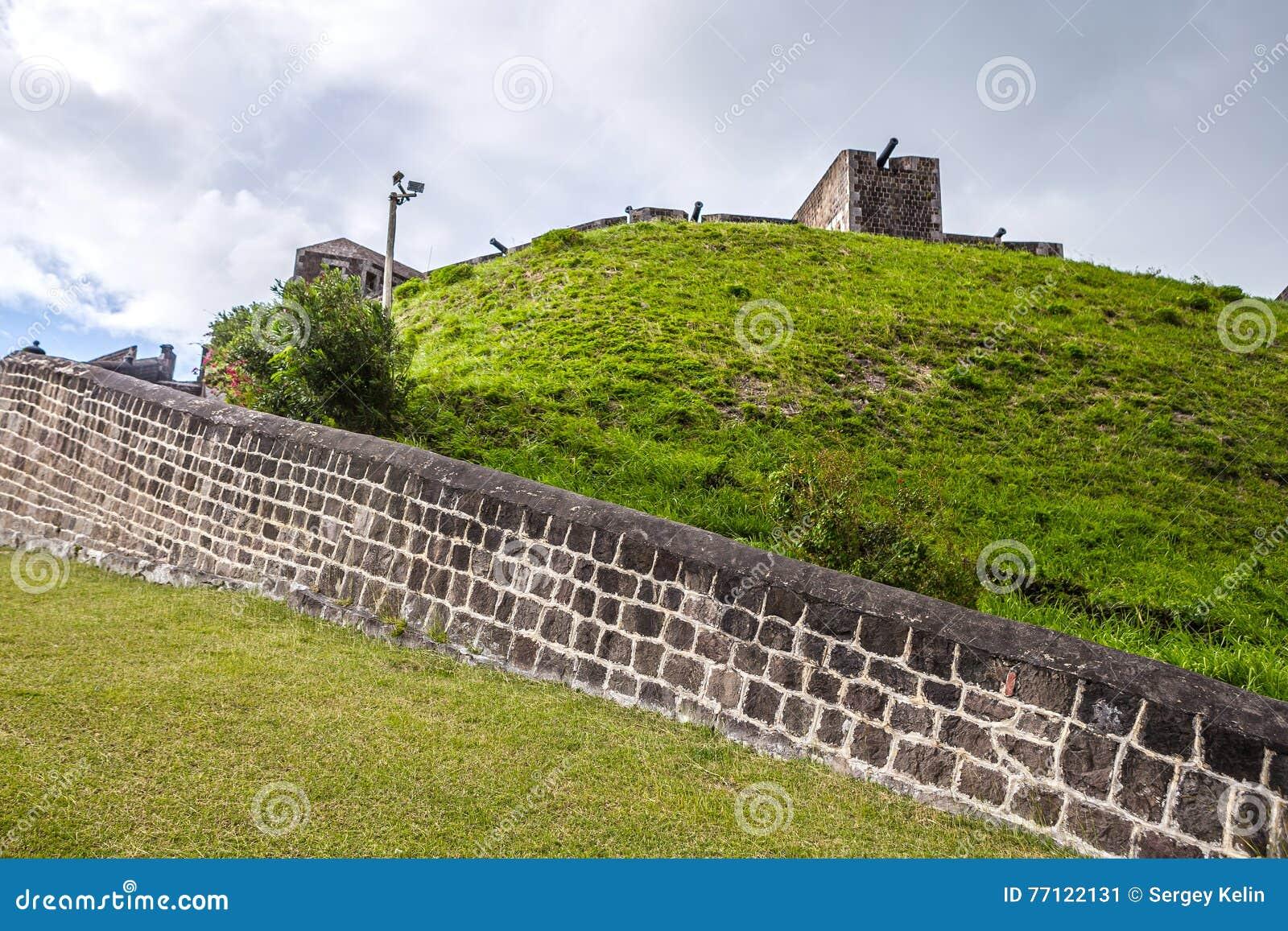 在硫磺小山堡垒的大炮圣基茨岛的