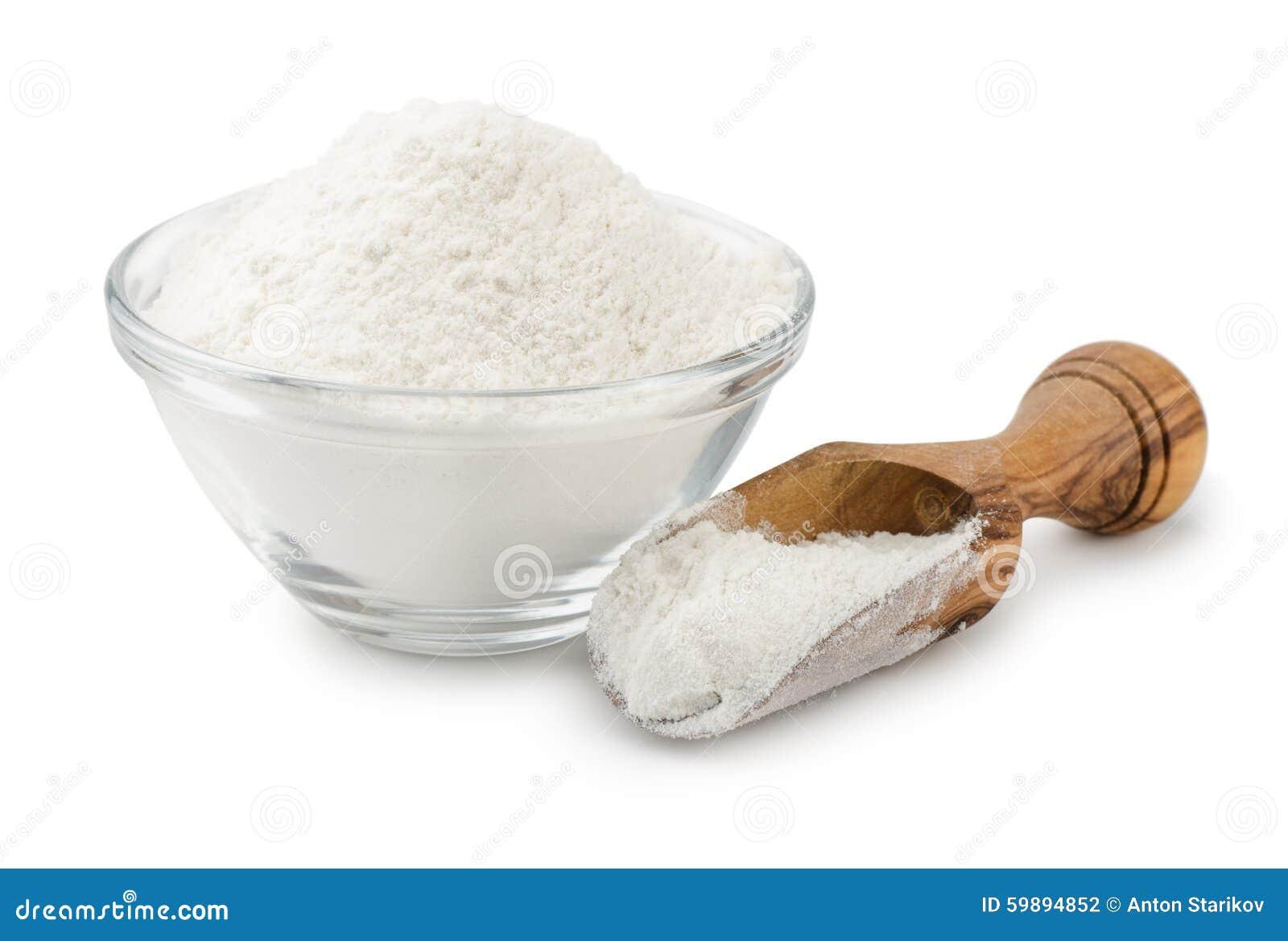在碗和瓢的小麦面粉