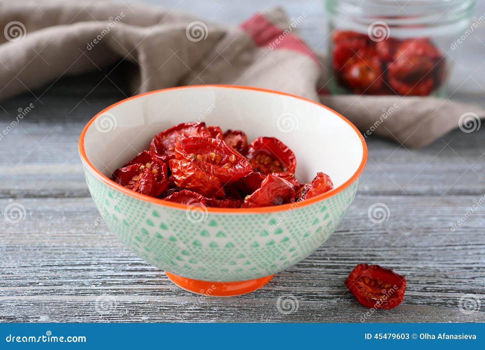 在碗的可口各式各样的蕃茄