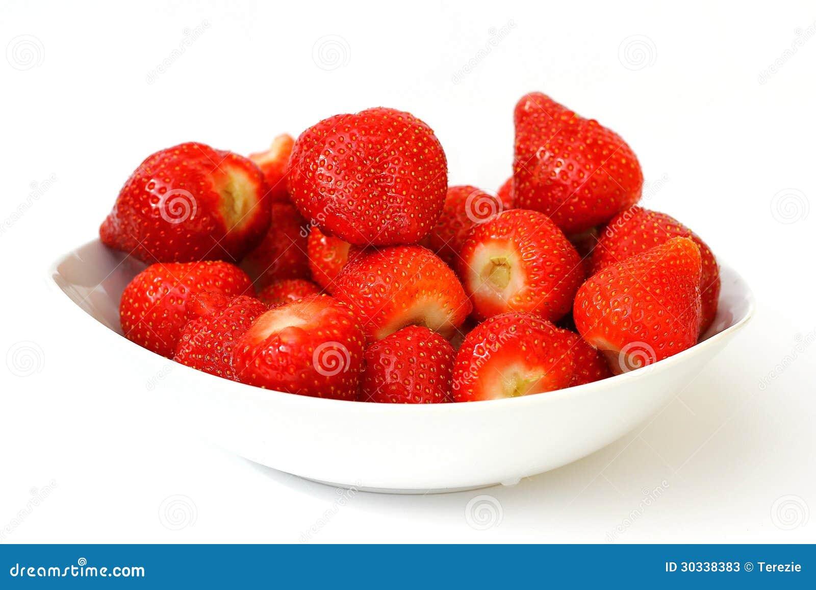 在碗的新鲜的草莓