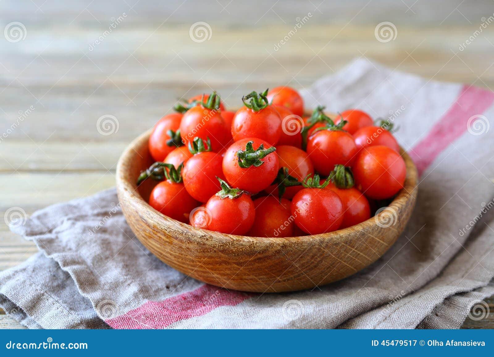 在碗的甜樱桃蕃茄