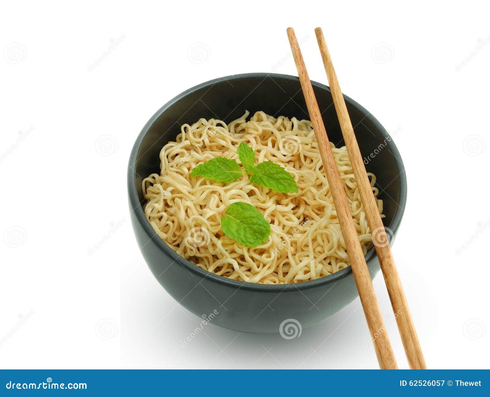在碗的面条有筷子的