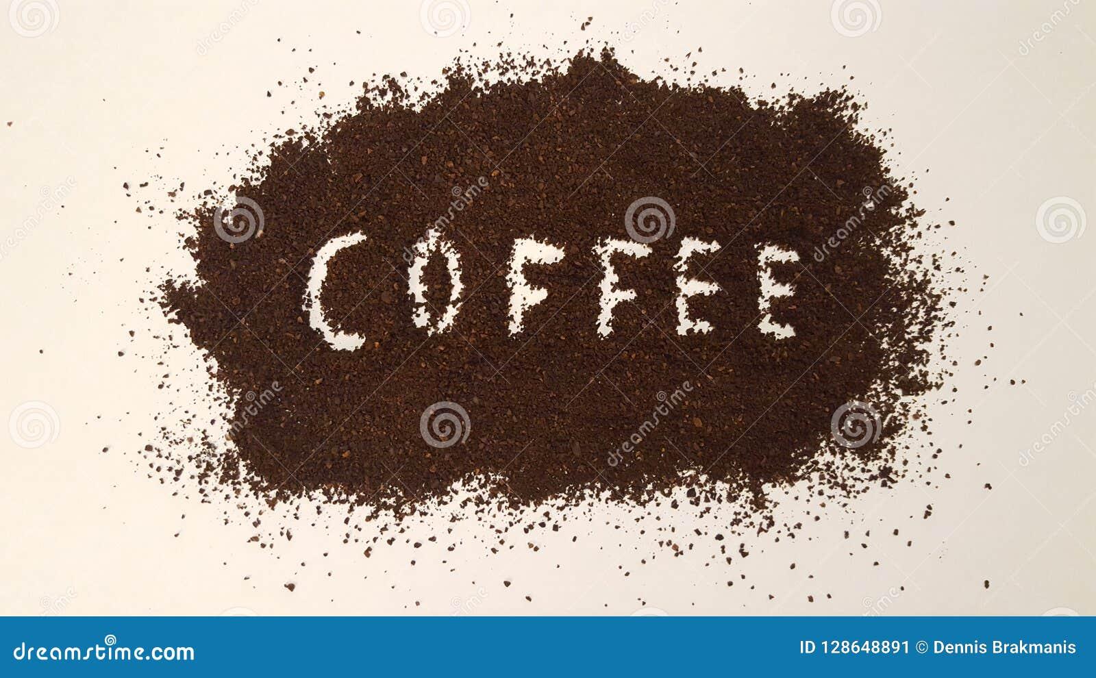 在碾碎的咖啡明白解说的咖啡