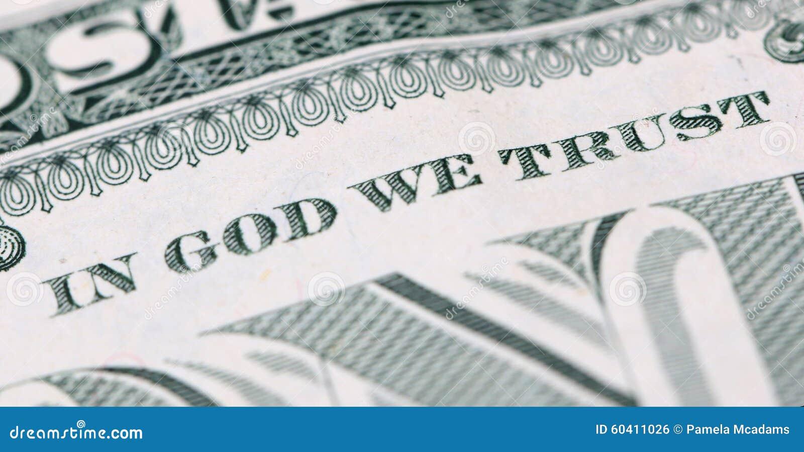 在神我们信任