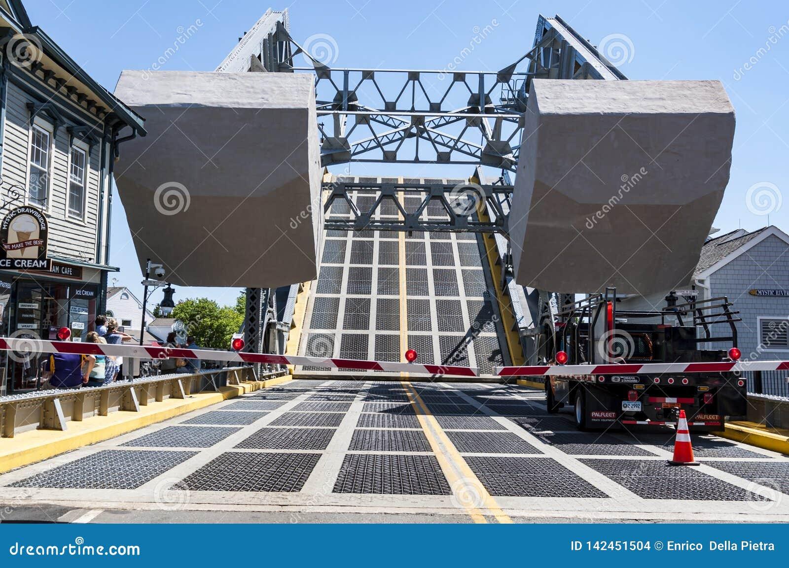 在神秘主义者,康涅狄格的偶象吊桥 ,美国