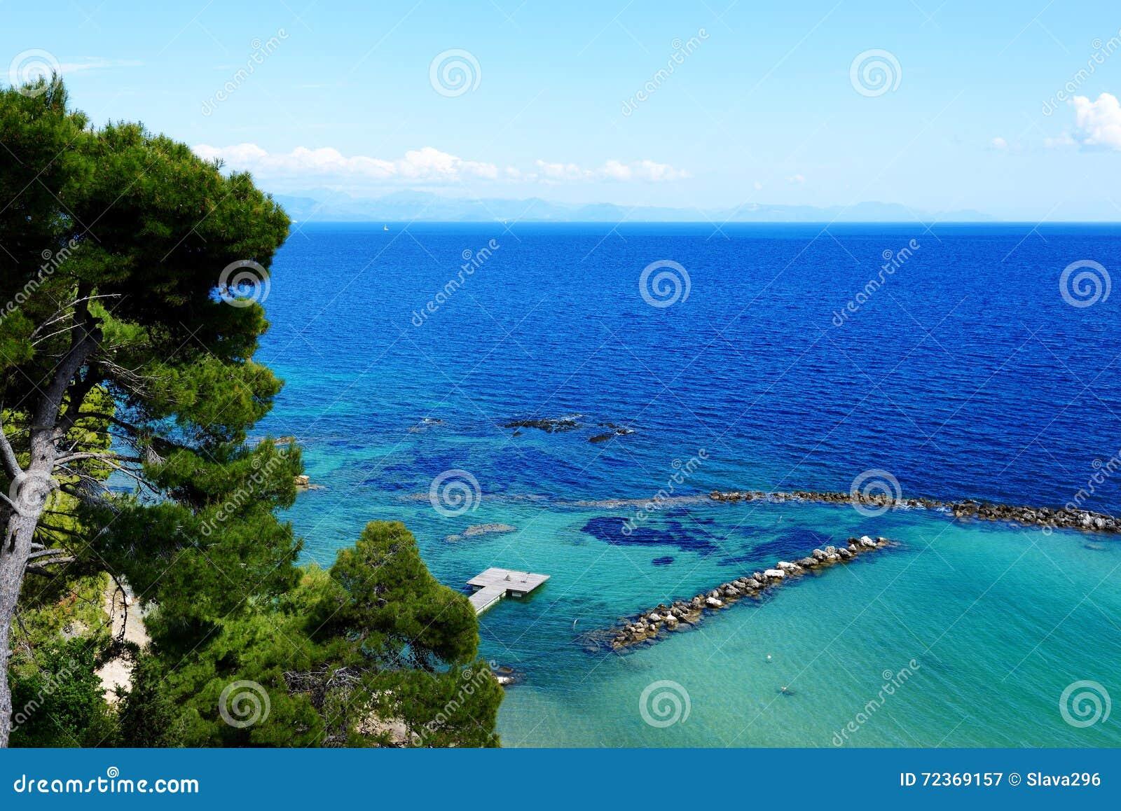 在科孚岛海岛上的海滩