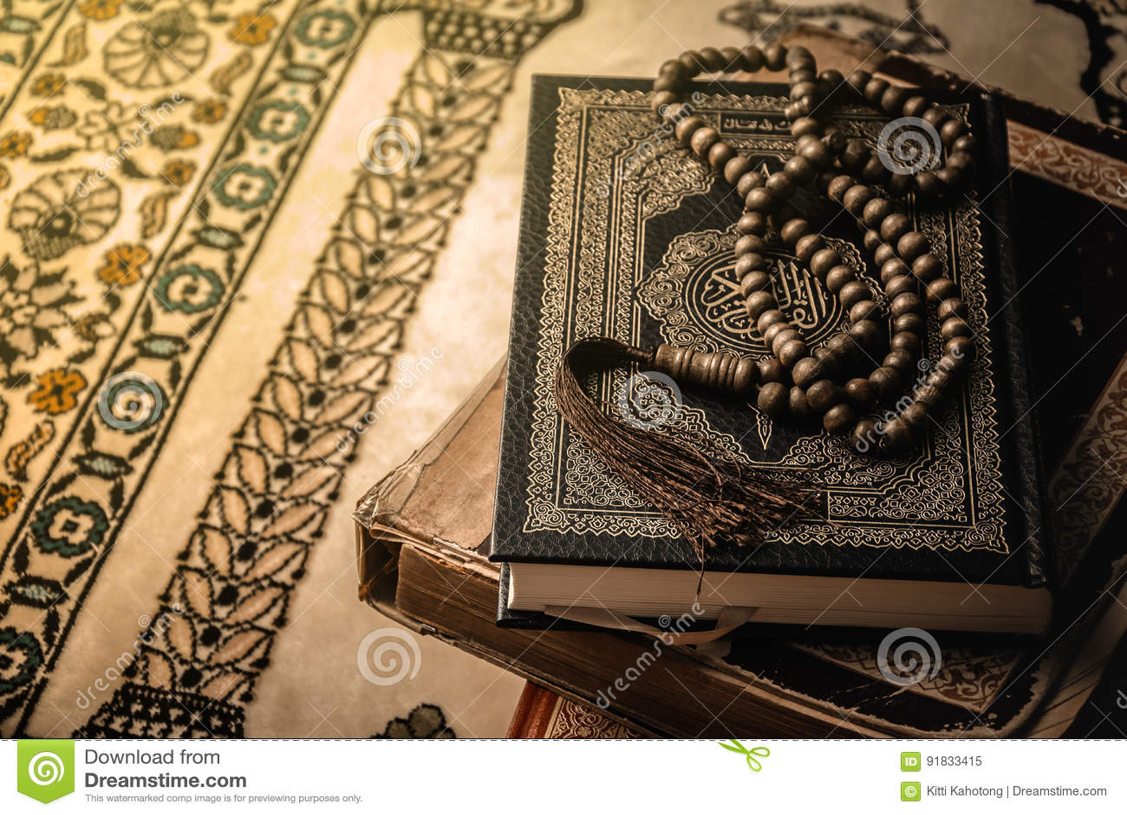 在穆斯林古兰经圣经的念珠
