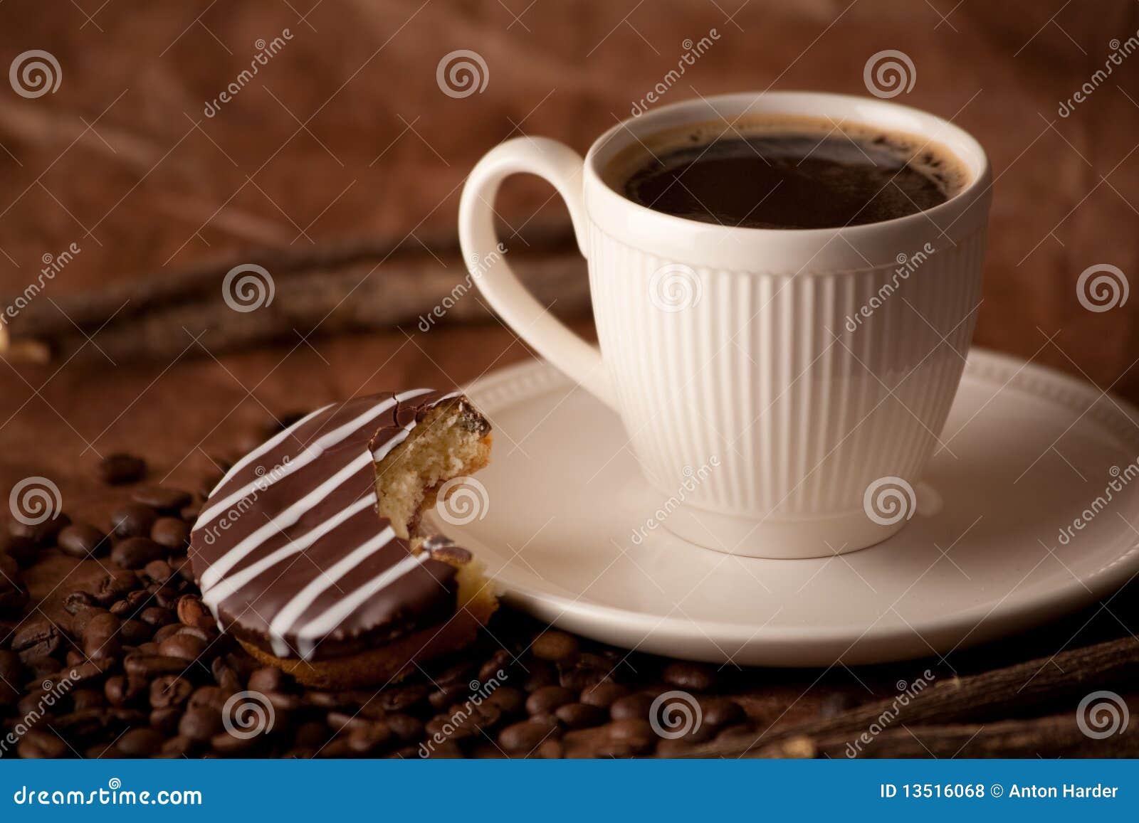 在空白杯子的无奶咖啡