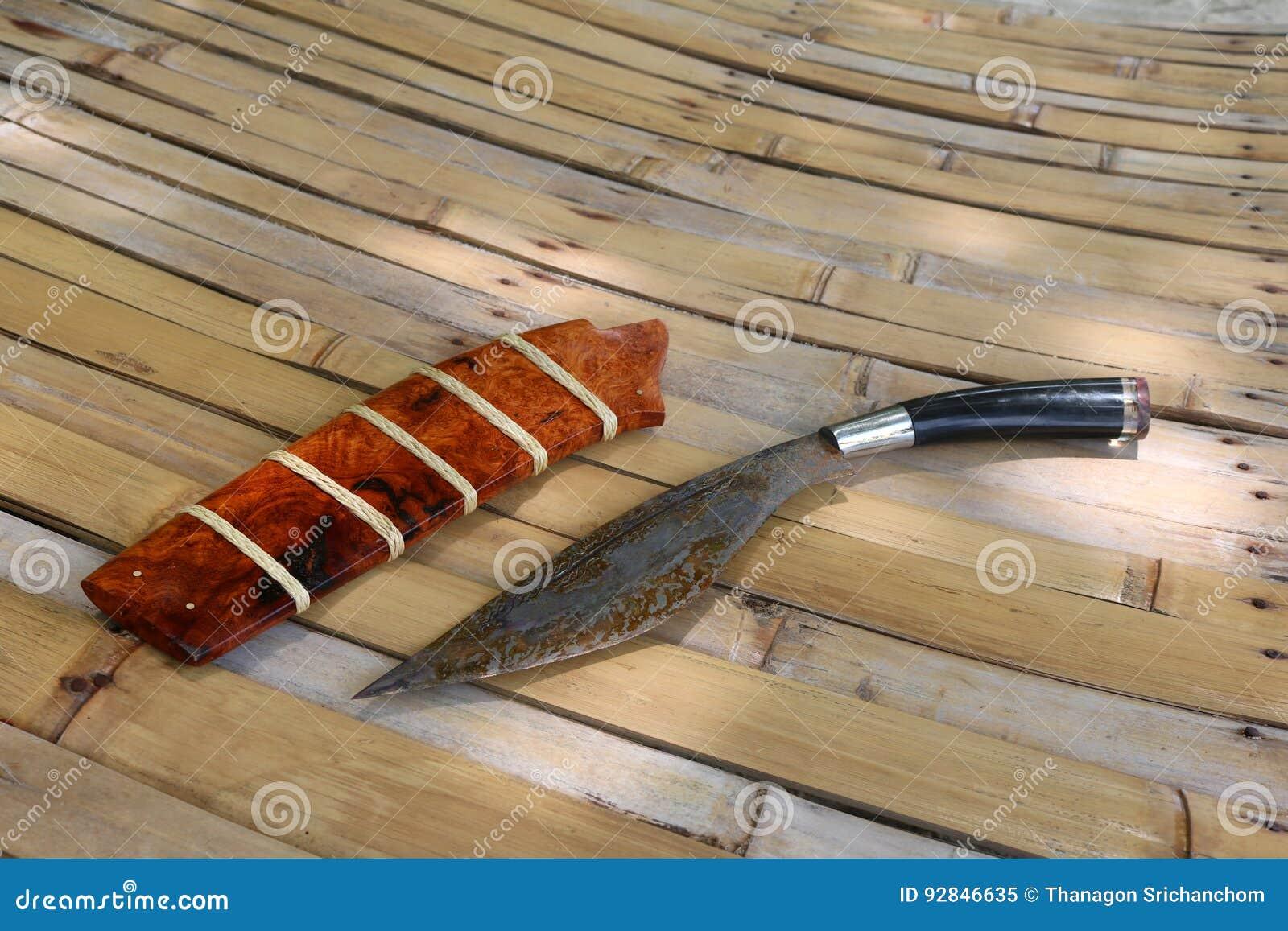在竹子的泰国地方小折刀