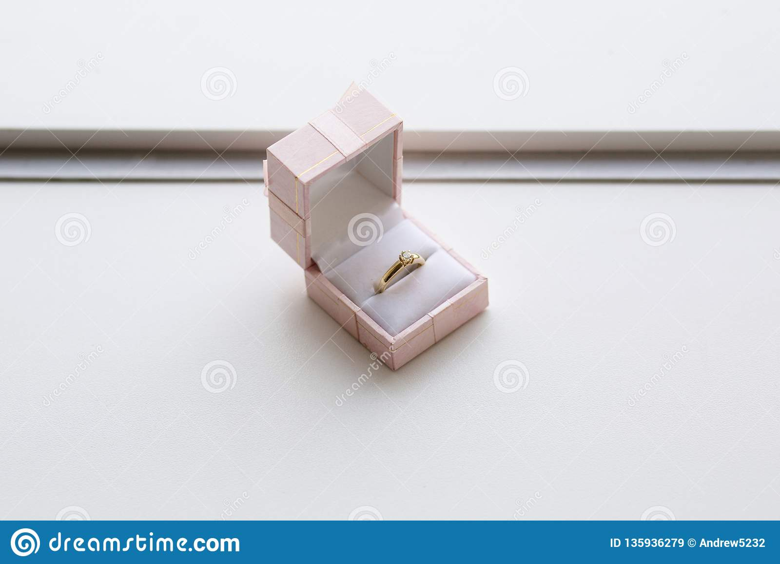 在箱子的金戒指