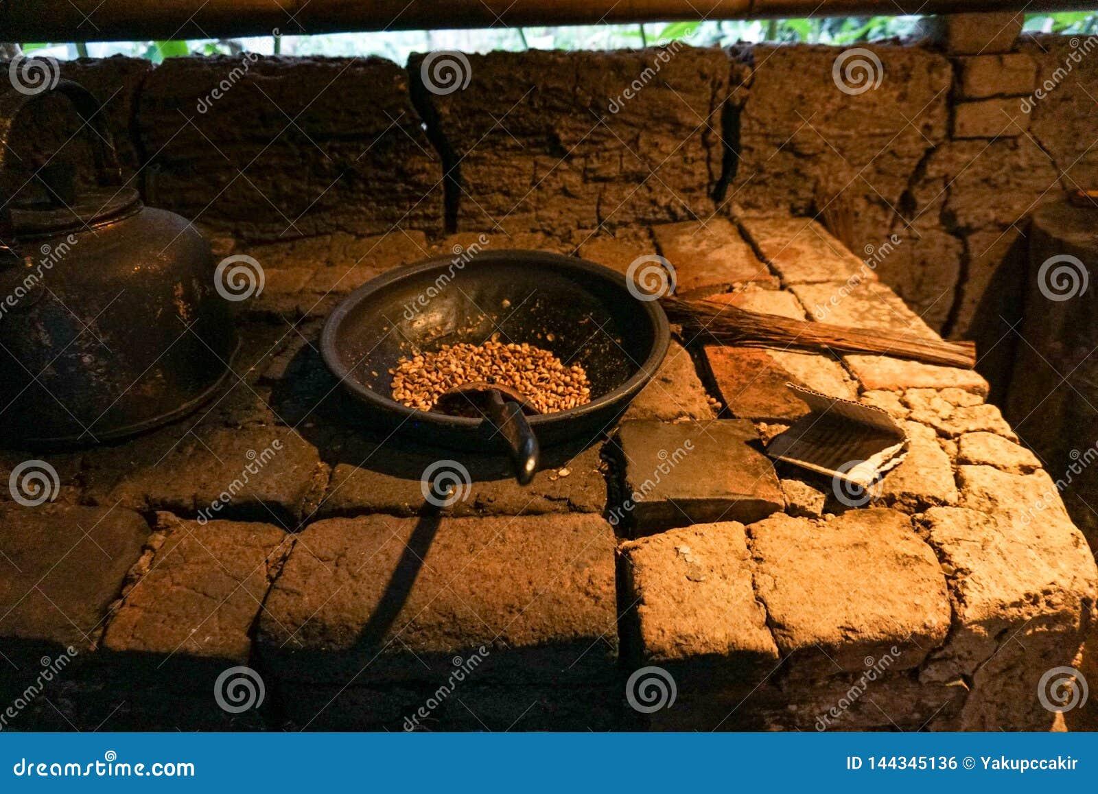 在篮子的Luwak咖啡豆