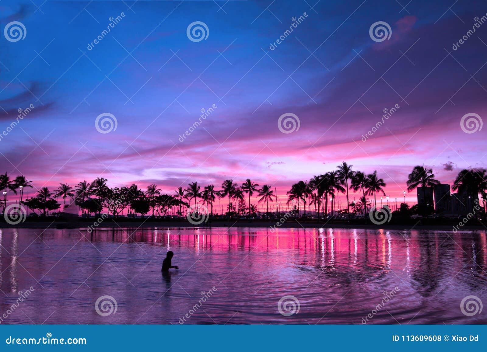 在紫色大气,夏威夷的不可思议的日落