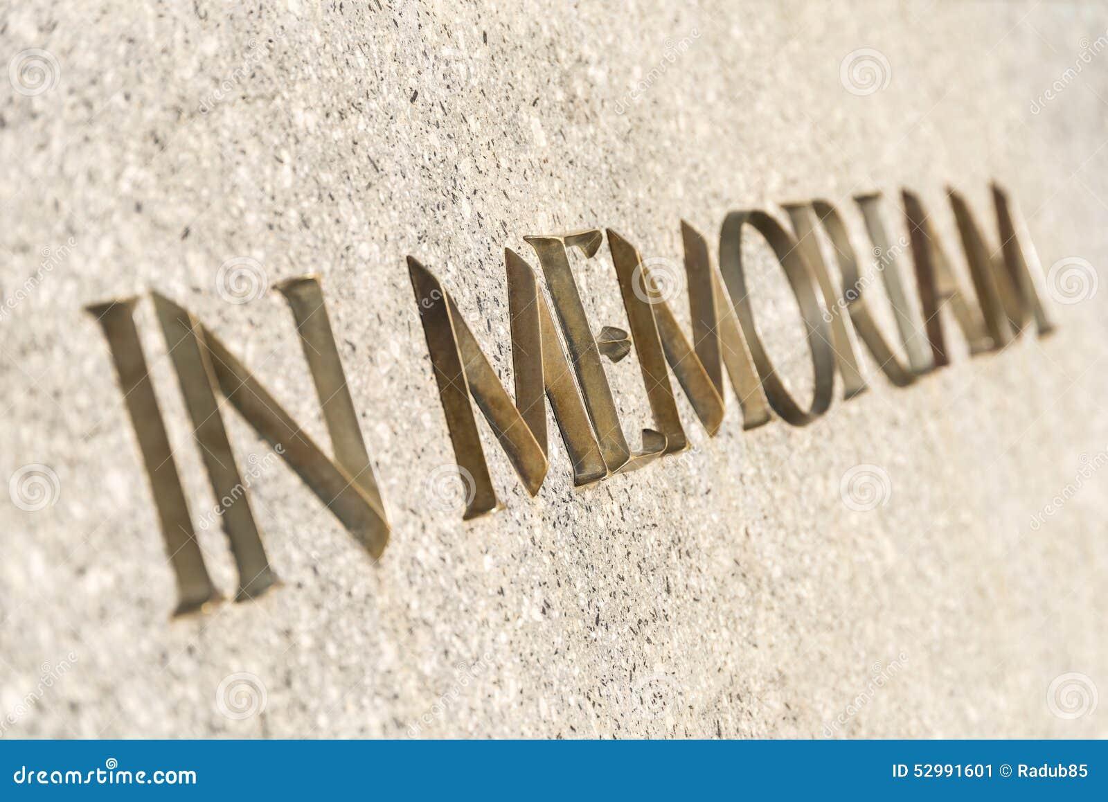 在纪念碑题写的Memoriam词