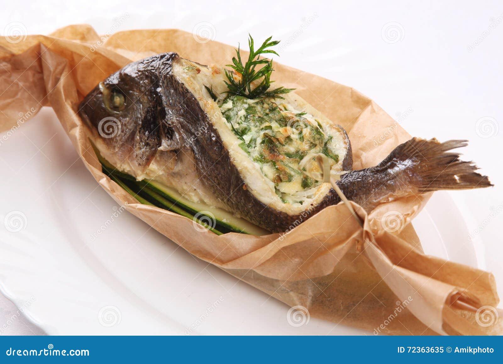 在纸的被充塞的鱼