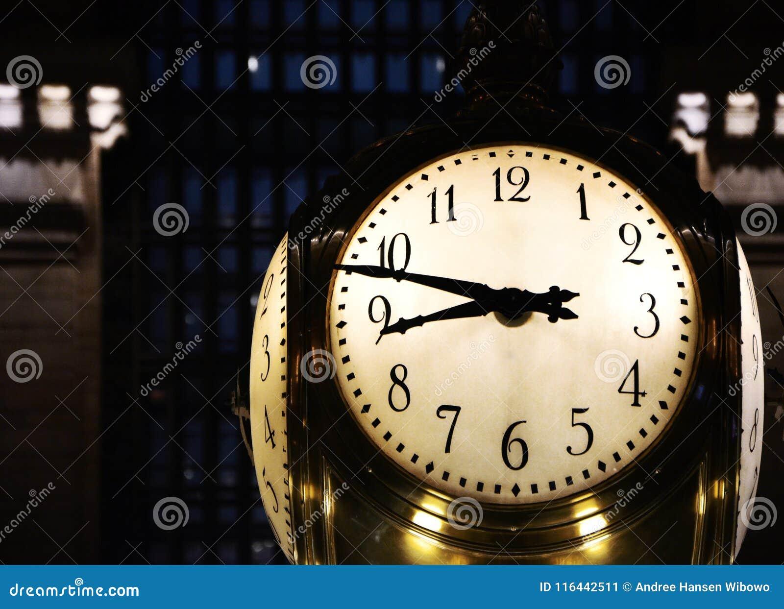 在纽约` s盛大中央驻地的大时钟
