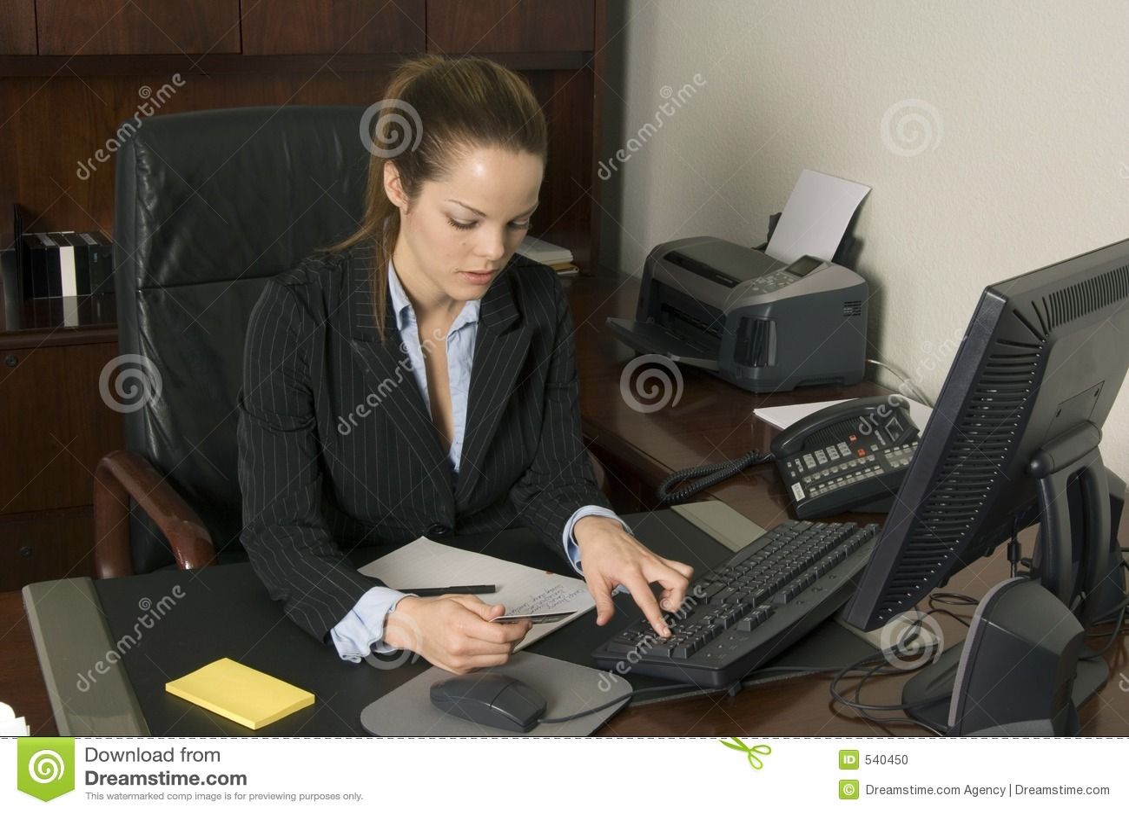 Download 在线购物 库存照片. 图片 包括有 货币, 电子, 执行委员, 夫人, 打印机, 互联网, 看板卡, 结算离开 - 540450